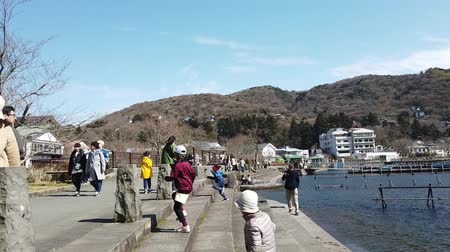szentelt : Kawaguchiko, Japan - 23 March 2019 : Tourists are traveling in Ashi Lake near Fujisan