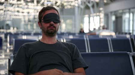 bekleme : sleeping in airport with eye cover