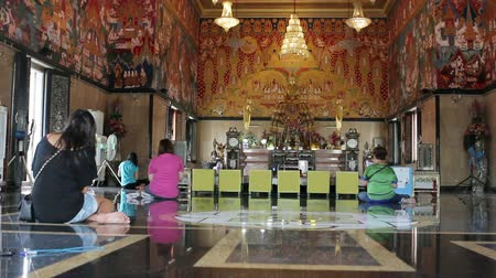 boudha : buddhist people pray in temple