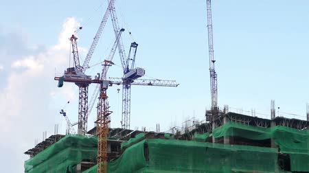 pokrok : construction with crane
