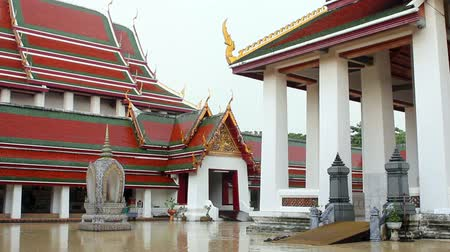 tybet : Buddhist Temple raining Wideo