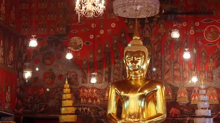 budist : Giant Golden Buddha Statue