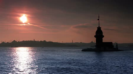 sunset city : view of istanbul kizkulesi