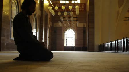 минарет : namaz: muslim man worship in mosque