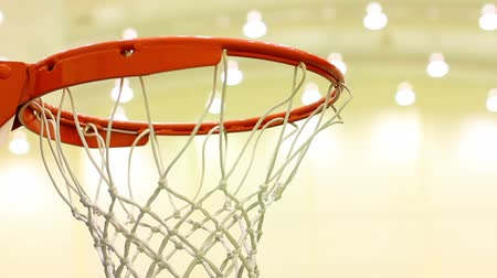 tiro : scoring basket in basketball court Stock Footage