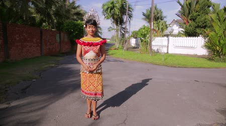 kalimantan : Iban tribal woman with traditional clothes