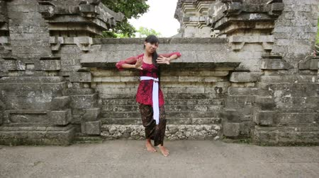 tradicional : balinese girl dancing traditional dance in uluwatu temple, bali