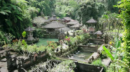 szökőkút : beautiful balinese temple