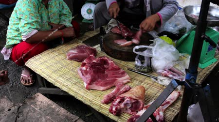 hentes : unhygienic meats on ground without ice in asian market