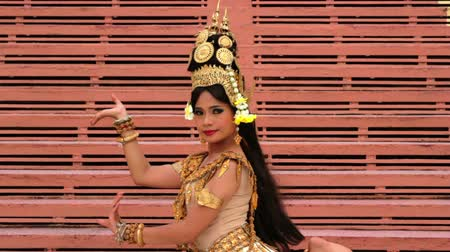 chapéu : Apsara Dancer beautiful supernatural female in asian mythology