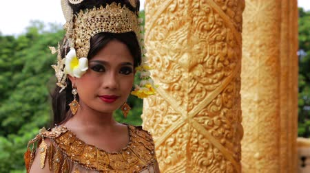 chapéu : Apsara Dancer seductive beautiful supernatural female in asian mythology