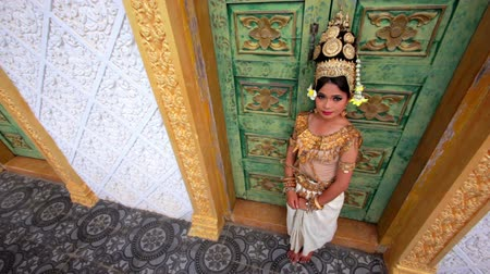 cambojano : Apsara Dancer seductive beautiful supernatural female in asian mythology