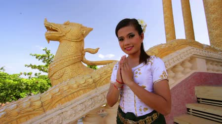 ação de graças : Asian Girl Greets in temple traditional way with both hands Stock Footage