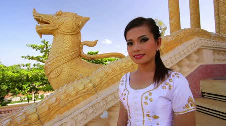 tajlandia : Asian Girl with Traditional Clothes in Temple