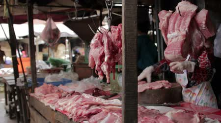 tajlandia : unhygienic meats on ground without ice in asian market