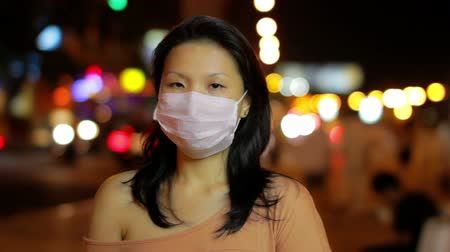 chřipka : chinese girl cover her face with mask at night