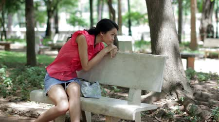 smutek : Depressed girl sitting park bench Wideo