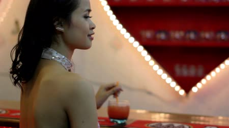 dates : gorgeous asian woman alone at bar