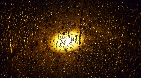 Łzy : raindrops on the window at night