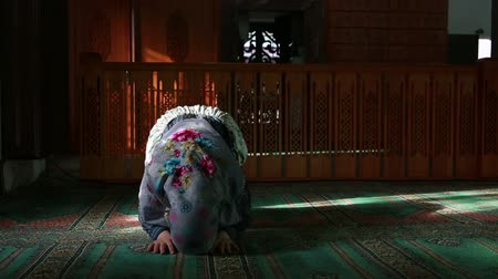 dua eden : Muslim girl saying her everyday salat prayer