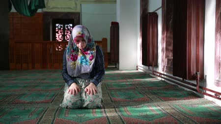 dua eden : Muslim girl saying her everyday salat prayer, using prayer beads