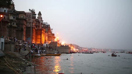 margem do rio : Everyday scene by Ganges River in Varanasi, India