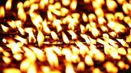 budismo : Candles burning at the holy Buddhist site of Boudhanath, Kathmandu, Nepal