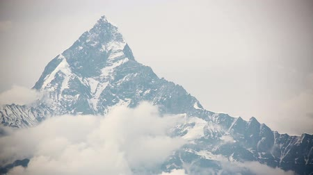 горный хребет : machapuchare summit, annapurna view from pokhara