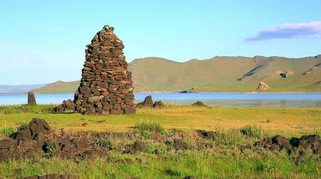 баланс : Zen like Religious stone structures on lakeshore at central mongolia. relax, easy going, meditative landscape with water reflection. stones on balance, symbol of balance of life. there is nobody. silence, simplicity peaceful background. buddhism religion