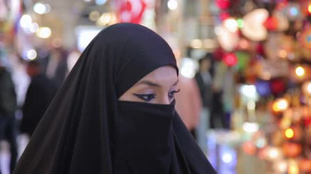 покупка товаров : Steadycam - Woman with headscarf shopping at Grand Bazaar, Istanbul, Turkey