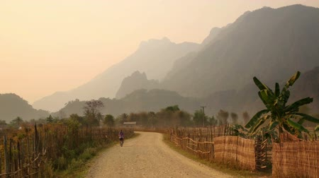 szellő : Sunset at limestone mountains of Vang Vieng, Laos