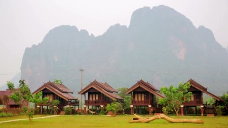 szellő : Morning at limestone mountains of Vang Vieng village, Laos Stock mozgókép