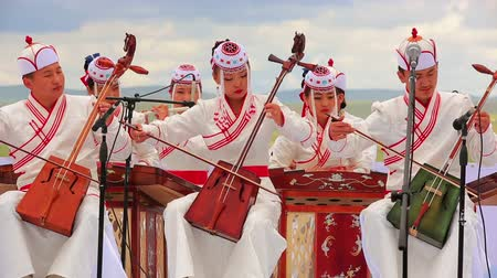 moğolistan : ULAANBAATAR, MONGOLIA - JULY 2013: Music Performance with traditional instrument morin khuur, Mongolian bowed stringed instrument. It is one of the most important musical instruments of the Mongol people, and is considered a symbol of the Mongolian nation