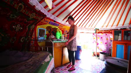 kultúra : MONGOLIA - JULY 2013: everyday life of a mongolian family living inside yurt