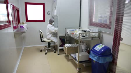 laboratórium : IZMIR, TURKEY - JANUARY 2013: Handling of hazardous materials in hospital laboratory by its personnel