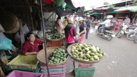 filipíny : PHNOM PENH - JUNE 2012: local asian market general view