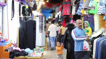 ислам : BAHRAIN - MARCH 2012: people shopping in local market