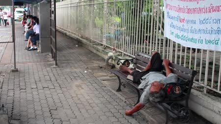 evsiz : homeless man sleep on bench