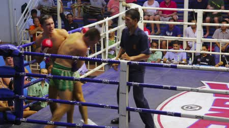 calciare : Phuket, Thailandia - GIUGNO 2014: box Muay Thai partite Filmati Stock