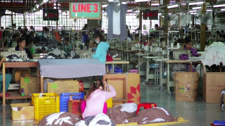 oficina : SAIGON, VIETNAM - MAY 2014: textile factory