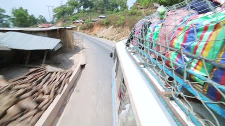 voyager : PONGSALI, LAOS - APRIL 2014: passenger journey roof top of bus Stock Footage