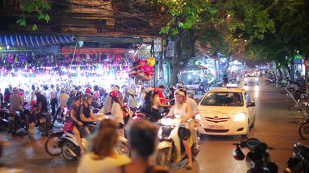 genuíno : HANOI, VIETNAM - MAY 2014: everyday life on street Stock Footage