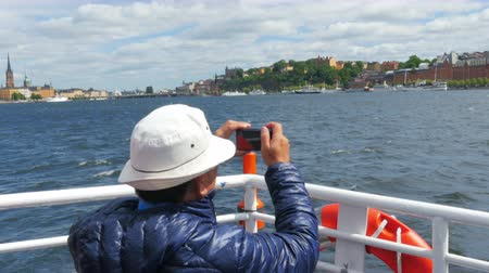 tourist taking picture in sightseeing tour, stockholm, sweden Стоковые видеозаписи