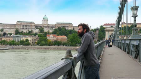 one single man looking budapest castle view, chain bridge, 4k Vídeos