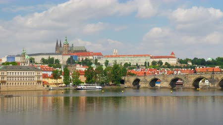 cseh : PRAGUE - CZECH REPUBLIC, AUGUST 2015: charles bridge, castle view