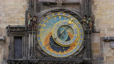 astroloji : astronomical clock, prague, czech republic, timelapse, 4k
