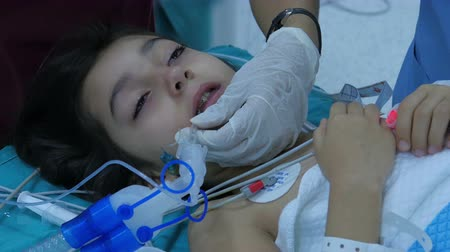 médicos : ISTANBUL - TURKEY, AUGUST 2015: child surgery operation in hospital Stock Footage