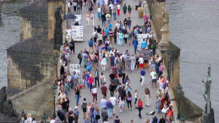 úhel : PRAGUE - CZECH REPUBLIC, AUGUST 2015: people crossing bridge castle