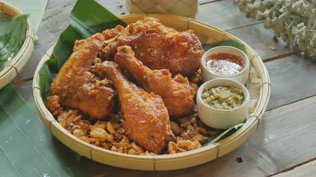 kari : Garlic fried chicken rotated on a wooden table