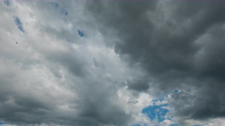 hava durumu : Time Lapse of Dramatic sky with stormy clouds before rain and thunderstorm